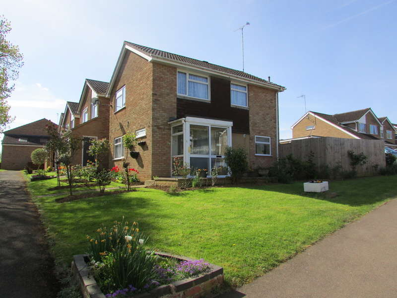 3 Bedrooms Detached House for sale in 24 Kingfisher Drive