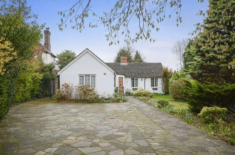 3 Bedrooms Detached Bungalow for sale in Fir Tree Road, Banstead