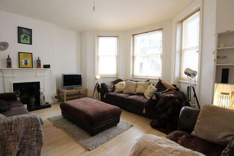 2 Bedrooms Flat for sale in St. Michael's Place, Brighton BN1