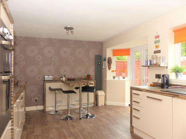 5 Bedrooms Detached House for sale in Holmbridge Grove,Shelfield,Walsall