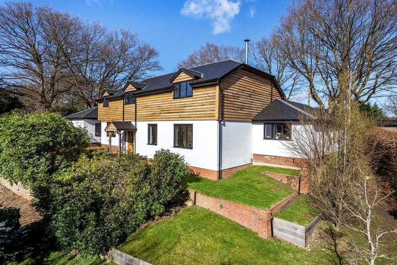 5 Bedrooms Detached House for sale in Jubilee Lane, Wrecclesham