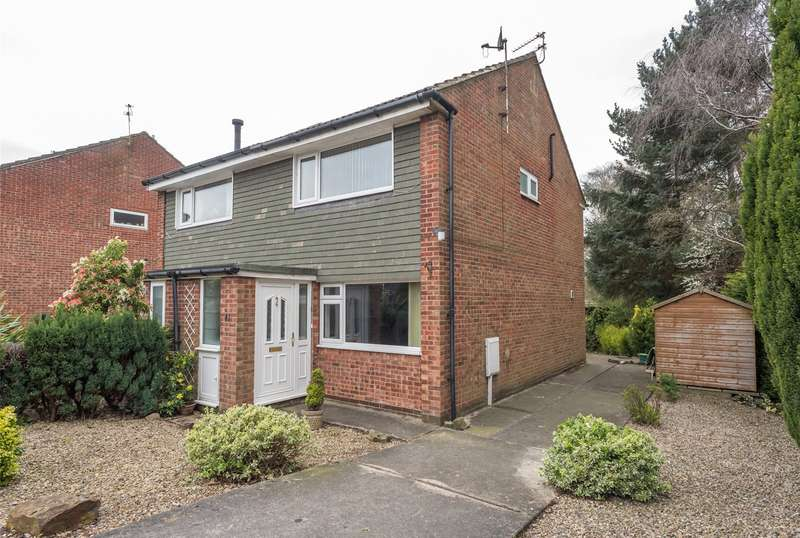 2 Bedrooms Semi Detached House for sale in Turnberry Drive, Leeds, West Yorkshire, LS17