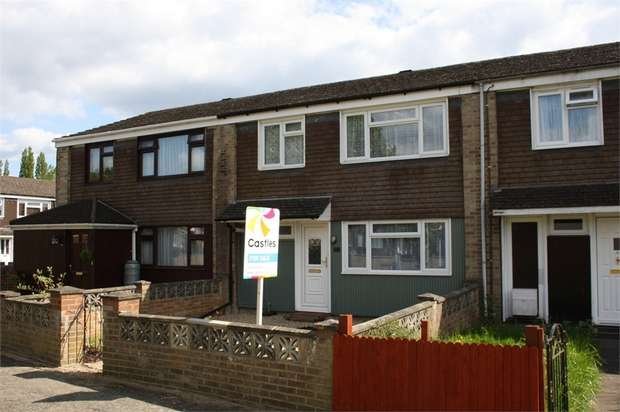 3 Bedrooms Terraced House for sale in Stockbridge Drive, ALDERSHOT, Hampshire