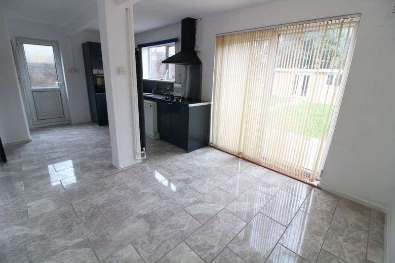 4 Bedrooms Semi Detached House for sale in Lovely Re-furbished Home with No Chain
