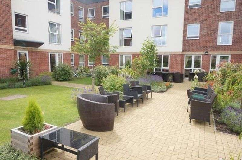 1 Bedroom Flat for sale in Henshaw Court: **GROUND FLOOR- IMMACULATE CONDITION**
