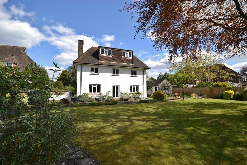 4 Bedrooms Detached House for sale in Thames Ditton