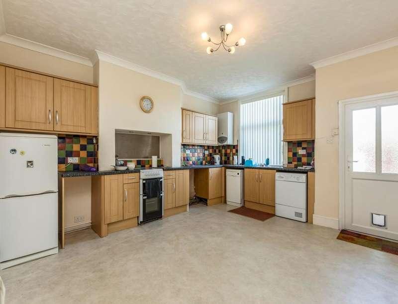 2 Bedrooms Property for sale in Gillibrand Street, Darwen, BB3