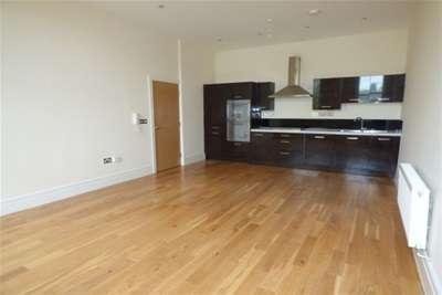 2 Bedrooms Flat for rent in Crofton Mansions, L17