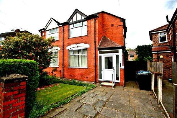 3 Bedrooms Semi Detached House for sale in Dovedale Ave, Prestwich