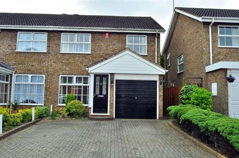 3 Bedrooms Semi Detached House for sale in Hartside Close, Halesowen