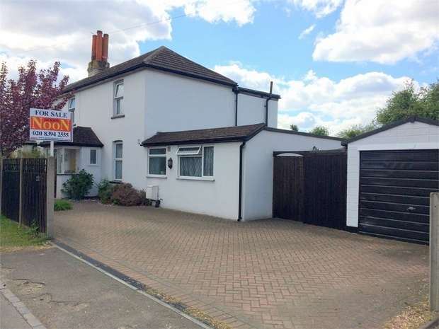 4 Bedrooms Semi Detached House for sale in Chessington Road, Ewell