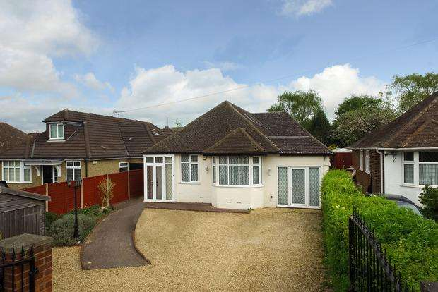 4 Bedrooms Detached Bungalow for sale in Barton Road, Luton, LU3