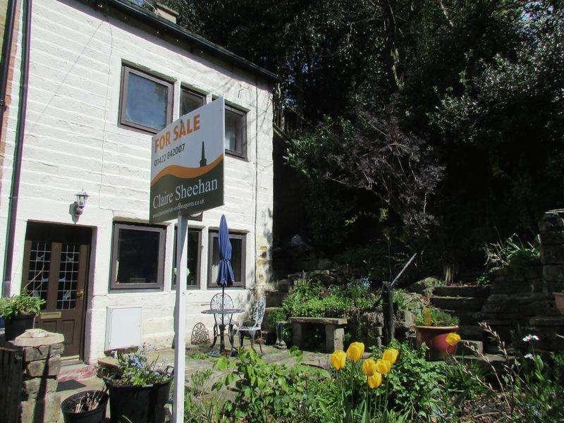 3 Bedrooms Semi Detached House for sale in Cockpit, Todmorden