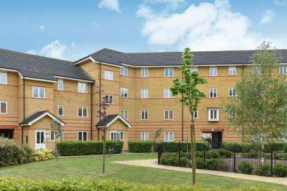 2 Bedrooms Flat for sale in Heath Court, Stanley Close, London
