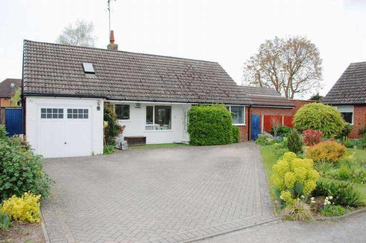 3 Bedrooms Detached House for sale in Poplar Close Oversley Green Alcester