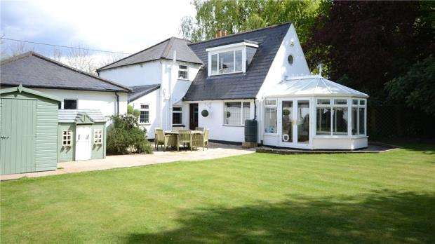 4 Bedrooms Detached House for sale in Barkham Street, Barkham, Wokingham