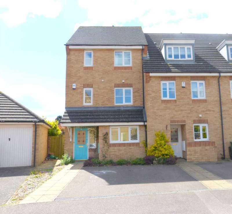 4 Bedrooms Town House for sale in Alconbury Close, Borehamwood