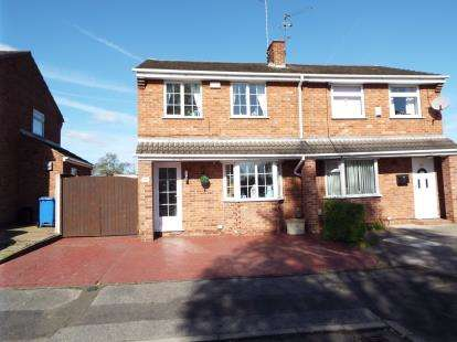 3 Bedrooms Semi Detached House for sale in Sandringham Drive, Mansfield Woodhouse, Nottingham, Nottinghamshire