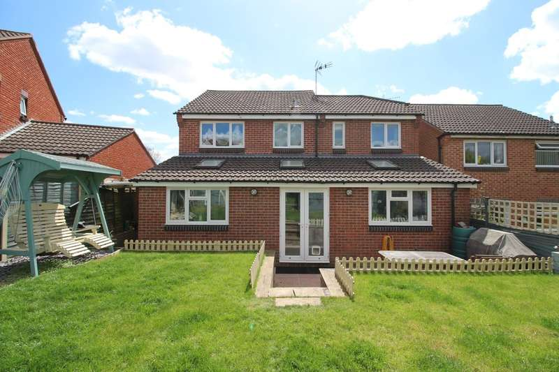4 Bedrooms Detached House for sale in Windsor Close, Southwater