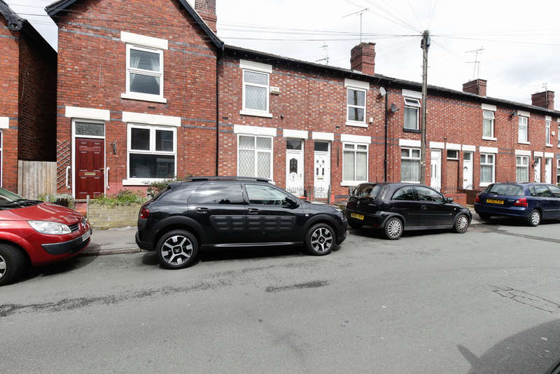 2 Bedrooms Terraced House for sale in Charles Street, Offerton