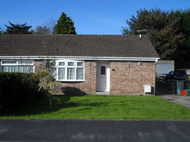 2 Bedrooms Semi Detached Bungalow for sale in Tawe Park, Ystradgynlais, Swansea