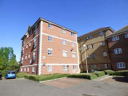 2 Bedrooms Flat for sale in Stern Close, Barking