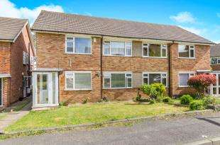 2 Bedrooms Maisonette Flat for sale in Vernon Close, West Ewell, Surrey