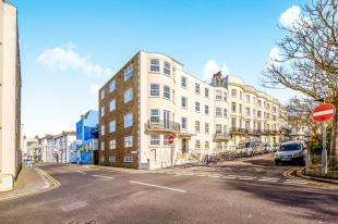 2 Bedrooms Flat for sale in Dorchester Court, Norfolk Square, Brighton, East Sussex