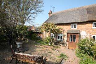 2 Bedrooms Semi Detached House for sale in Midhurst Road, Lavant, Chichester, West Sussex