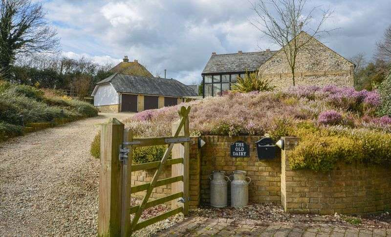 4 Bedrooms Semi Detached House for sale in Alkham Valley, Dover