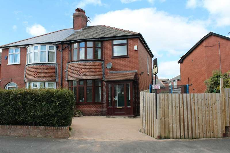 3 Bedrooms Semi Detached House for sale in Kings Road, Shaw