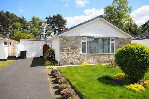 2 Bedrooms Bungalow for sale in Sarum Avenue, West Moors, Dorset
