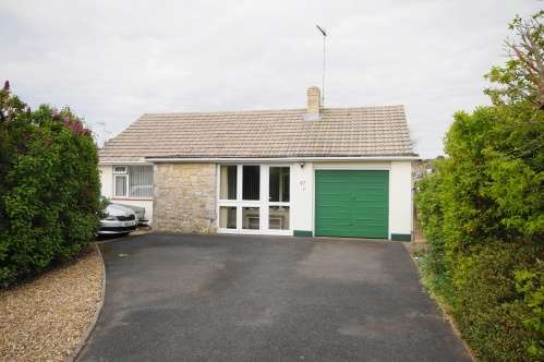 2 Bedrooms Bungalow for sale in Uplands Road, West Moors, Dorset