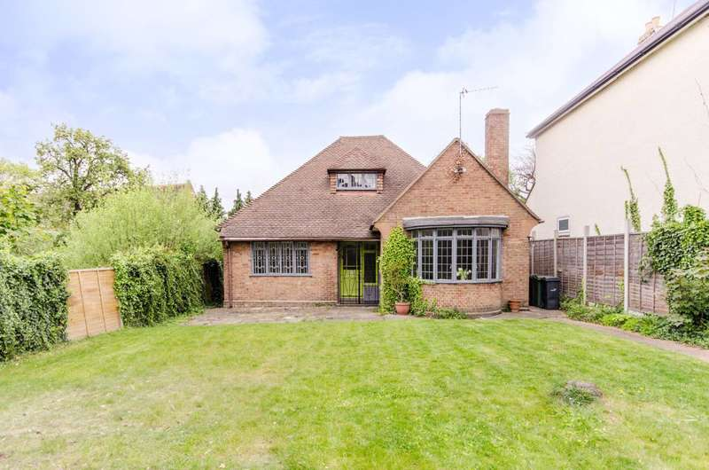 3 Bedrooms Bungalow for sale in Canterbury Grove, West Norwood, SE27