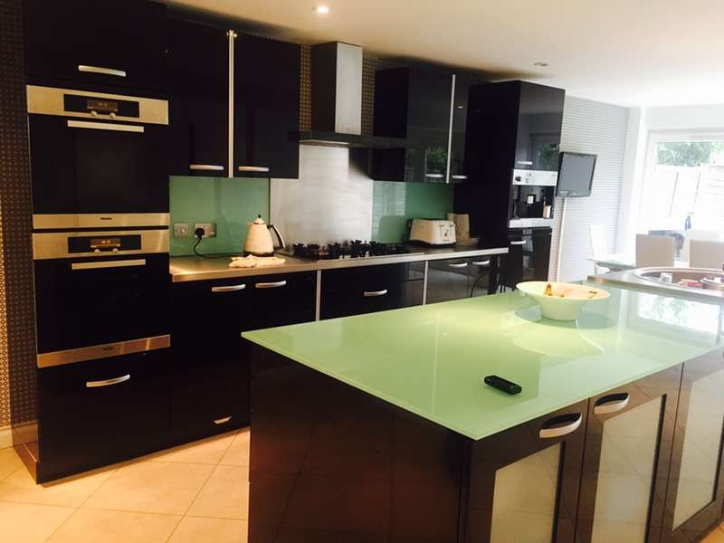 3 Bedrooms Town House for sale in Perryfield way, Richmond, Surrey, TW10