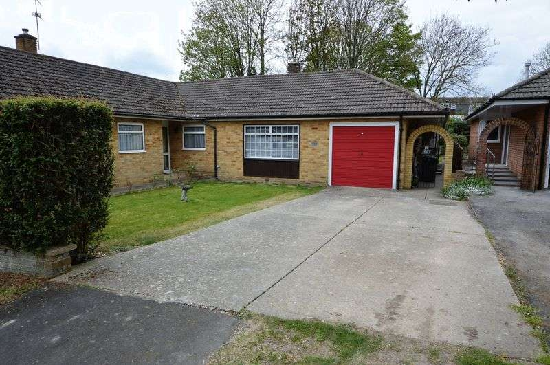 3 Bedrooms Semi Detached Bungalow for sale in Milton Road, Waterlooville