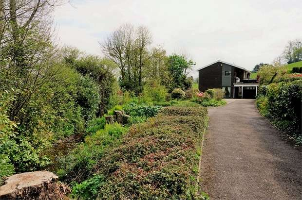 4 Bedrooms Detached House for sale in Ton Road, Llangybi, USK, Monmouthshire