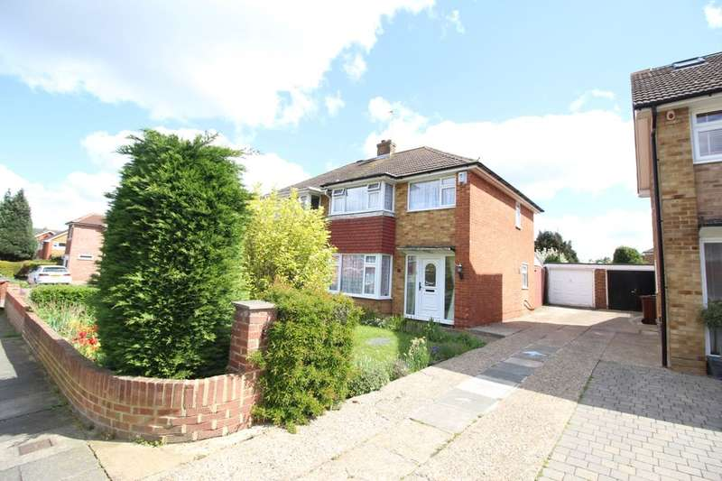 3 Bedrooms Semi Detached House for sale in Latona Drive, Gravesend, DA12