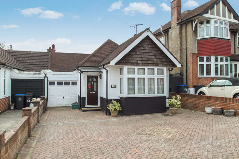 2 Bedrooms Semi Detached Bungalow for sale in Elm Close, Surbiton