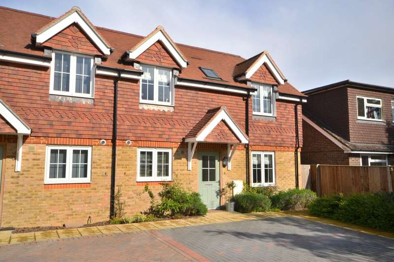 3 Bedrooms Semi Detached House for sale in Woking