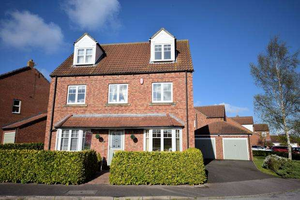 5 Bedrooms Detached House for sale in Magpie Garth, Scarborough, North Yorkshire, YO12 4UQ
