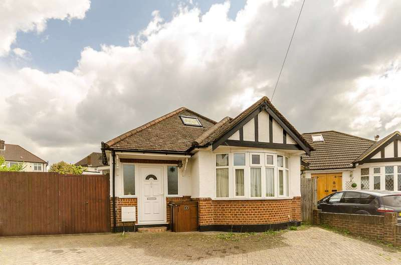 3 Bedrooms Bungalow for sale in Woodside Close, Surbiton, KT5