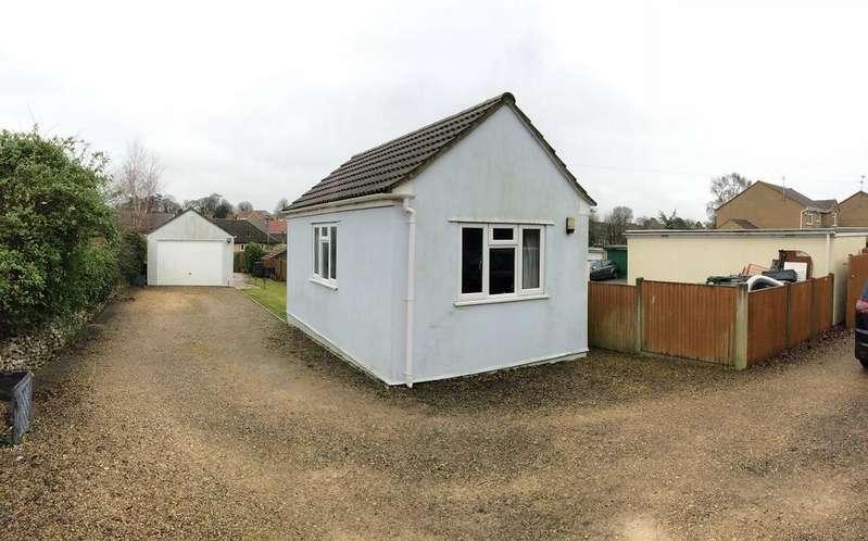 3 Bedrooms Semi Detached House for sale in Higher Kingsbury, Milborne Port, Sherborne
