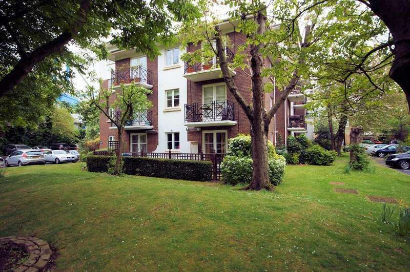 2 Bedrooms Flat for sale in Brompton Park Crescent, Seagrave Road, London, SW6 1SW