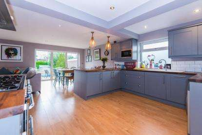 4 Bedrooms Bungalow for sale in Hanging Hill Lane, Hutton, Brentwood, Essex