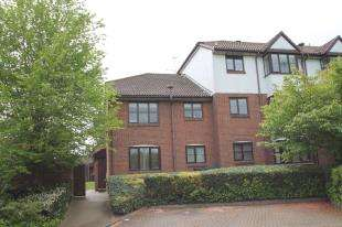 2 Bedrooms Maisonette Flat for sale in Swallow Close, Greenhithe, Kent