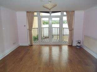 2 Bedrooms Flat for sale in Bridge House, Valetta Way, Rochester, Kent