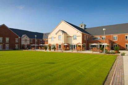 2 Bedrooms Flat for sale in The Court, Oakbridge Drive, Buckshaw Village, Chorley