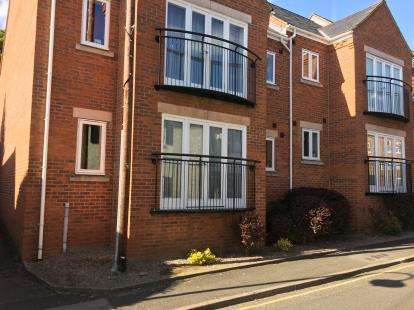 2 Bedrooms Flat for sale in Heatley Court, Deermoss Lane, Whitchurch, Shropshire