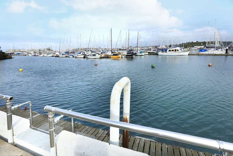 2 Bedrooms End Of Terrace House for sale in Turnchapel, Plymouth